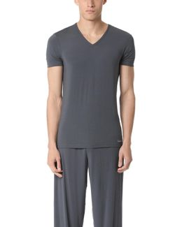 Body Modal V Neck T-shirt