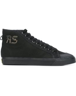 Spirit Canvas Sneakers