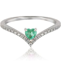 V-shaped Diamonds Band Ring With Enclosed Emerald Heart