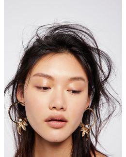 Trapeze Pearl Hoops