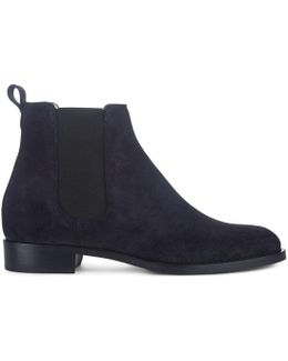 Nicole Boot