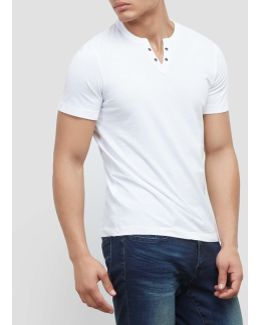 Short-sleeve V-neck Grommet T-shirt
