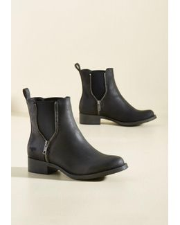Casual Influence Boot In Matte Black