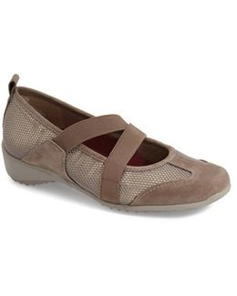 'zip' Mary Jane Flat