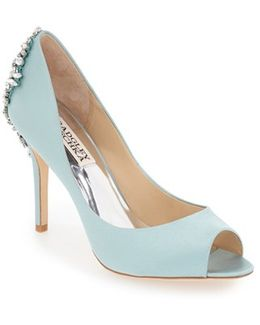 Nilla Satin Pump