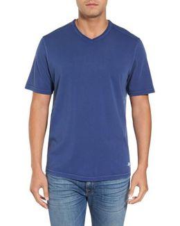 'kahuna' V-neck T-shirt