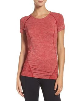 Stand Out Seamless Training Tee