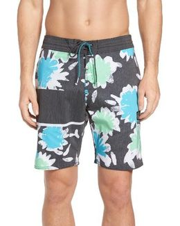 3 Quarta Board Shorts