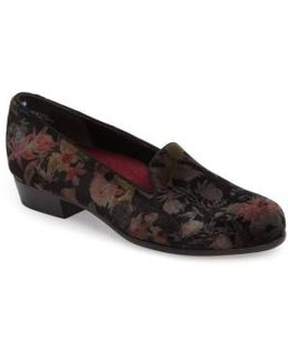 Cerise Smoking Slipper Loafer