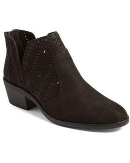 Prasata Boots