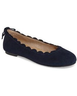 Lucie Scalloped Flat