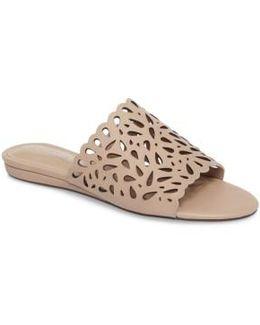 Model Slide Sandal