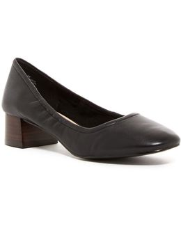 Edwards Block Heel Pump