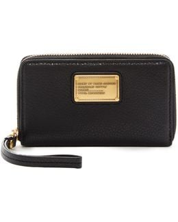Classic Q Wingman Leather Wristlet