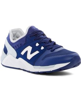 009 Athletic Sneaker
