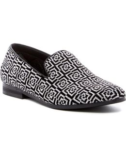 Clip Embroidered Loafer
