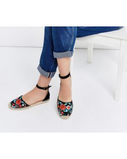 Amber Embroidered Flat 2 Part