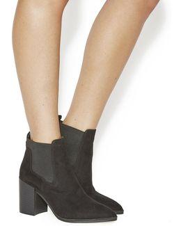 Logan Point Chelsea Boots