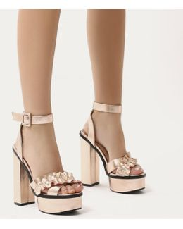 Starlight Ruffle Platform High Heels In Rose Gold