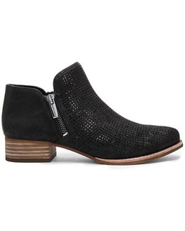Canilla Perforated Shooties