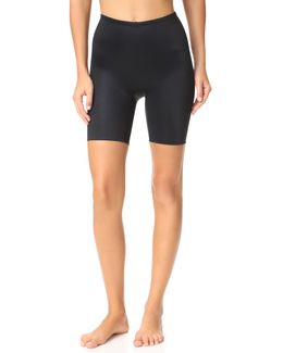 Power Conceal-her Mid Shorts