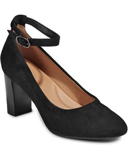 Chryssa Jana Suede Pumps
