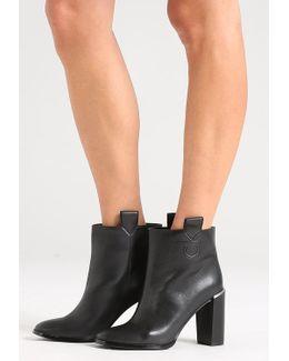 Malinda Boots