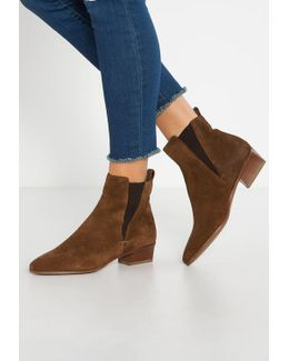 Fausta Boots