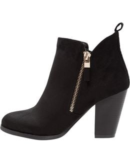 Kokes Ankle Boots