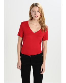 Signature Solids Basic T-shirt