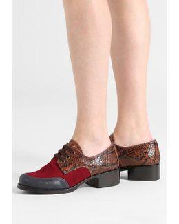 Viajero Lace-up Heels
