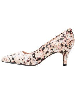 Isidora Faye Classic Heels