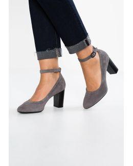 Chryssa Jana Classic Heels