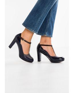 Kendra Daisy High Heels