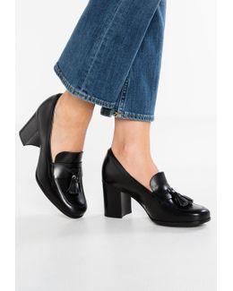 Kensett Classic Heels