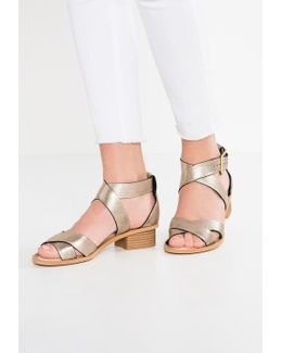 Sandcasle Ray Sandals