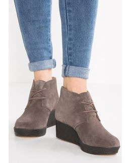 Athie Terra Ankle Boots