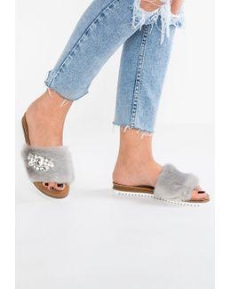 Lyra Sandals
