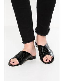 Labrinth Sandals