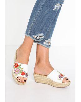 Karri Sandals