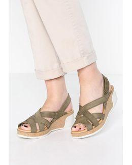 Leaves Wedge Sandals
