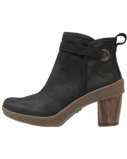 Lichen Ankle Boots