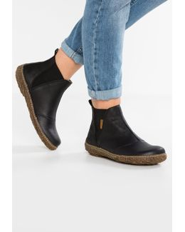 Nido Ankle Boots