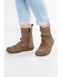 Nido Boots
