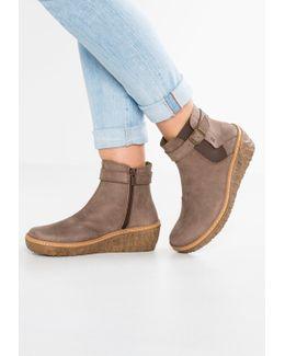 Myth Yggdrasil Wedge Boots