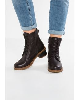 Kentia Lace-up Boots