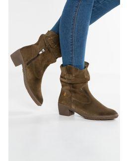 Alhambra Boots