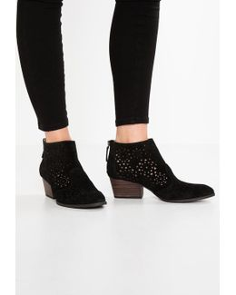 Ashlee Ankle Boots