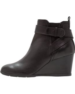 Inspiration Wedge Wedge Boots
