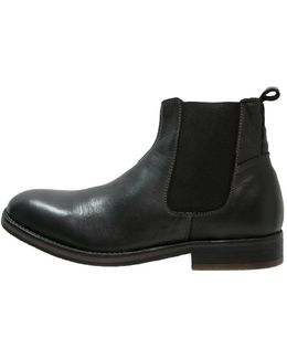 Nesham Boots